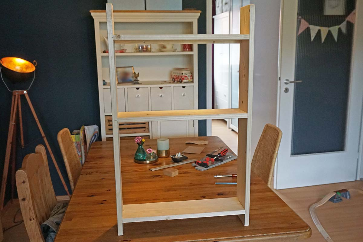 Fast Fertig, DIY - Wandregal für Kinderbücher