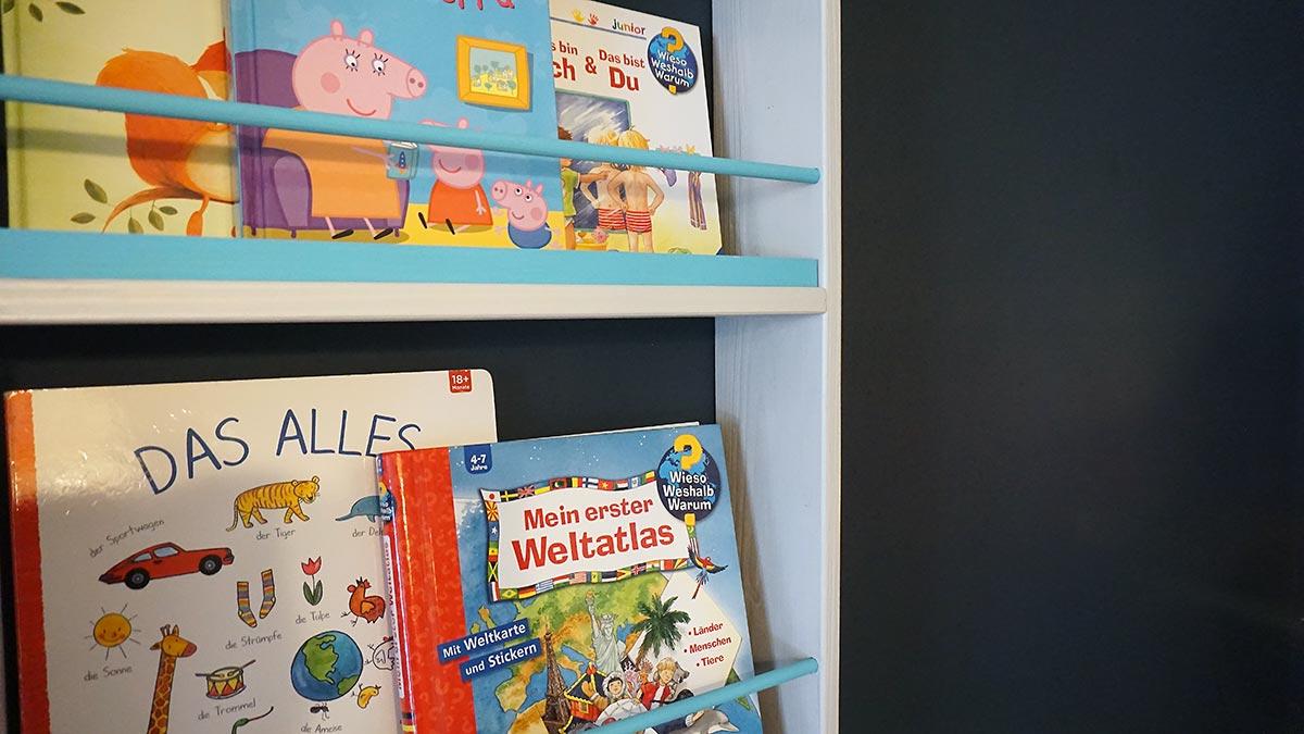 DIY - Wandregal für Kinderbücher